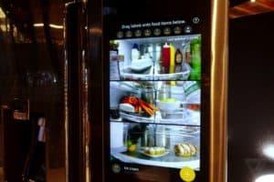 открытый умный холодильник